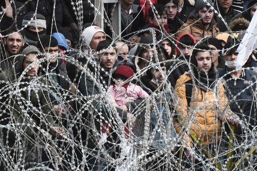 Laut UNO harren 13.000 Menschen in der türkisch-griechischen Grenzregion aus.AFP