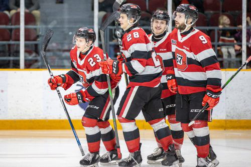Marco Rossi (l.) und seine Kollegen der Ottawa 67's verbuchten in der OHL gegen Niagara einen 9:1-Kantersieg.Wutti/Blitzen