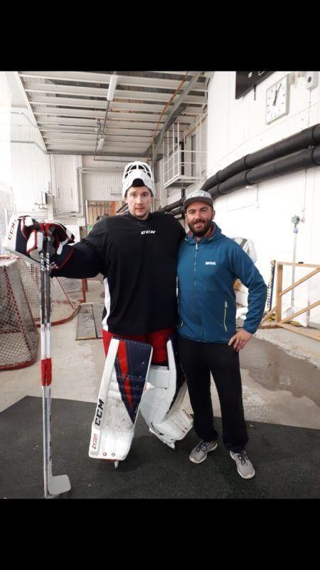 Michael Schurig mit NHL-Torhüter Sergei Bobrovski und seinem Team.GEPA