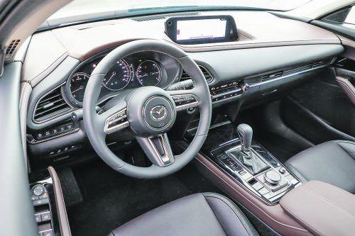 Im Innenraum unterstreicht Mazda seine Premiumansprüche.