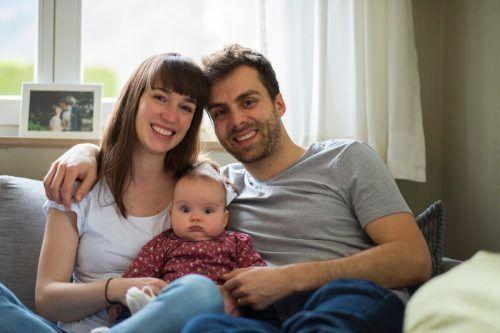 Mit Töchterchen Ida ist das Glück von Julia und Julian Hinteregger vollkommen. Sie genießen jeden Tag mit der Kleinen.