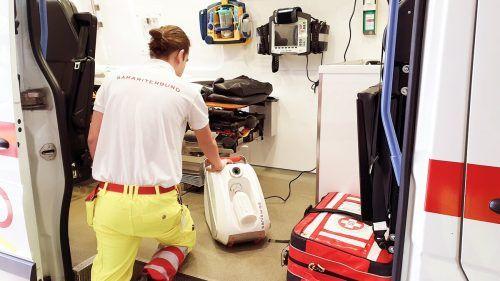Mittels Sprühnebel desinfiziert das Gerät das Innere der Rettungsfahrzeuge. ASB