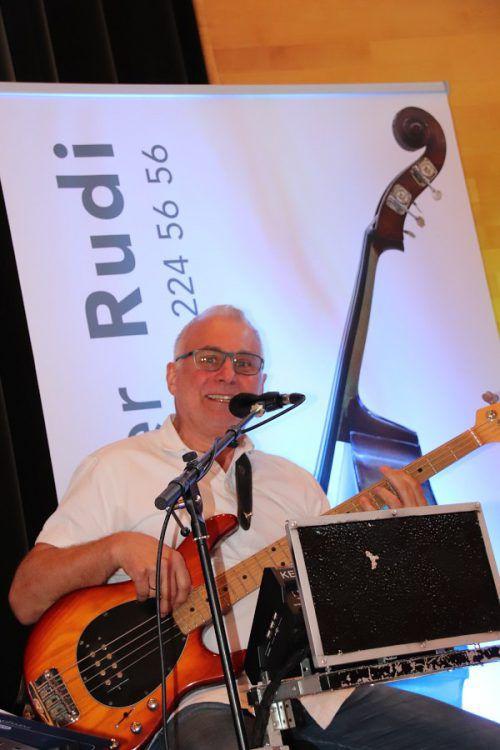 Musiker Rudi Lässer unterhielt die Gäste bestens.