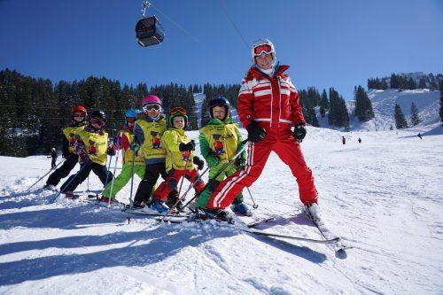 Nicht nur auf die Schwünge, sondern auch auf Kinderbetreuung wird in Skikursen nun größerer Wert gelegt.berchtold