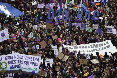 Ob Spanien (im Bild), Frankreich, Polen, Bosnien, Mazedonien oder Pakistan. Auf der ganzen Welt gingen Frauen für ihre Rechte auf die Straße. AFP