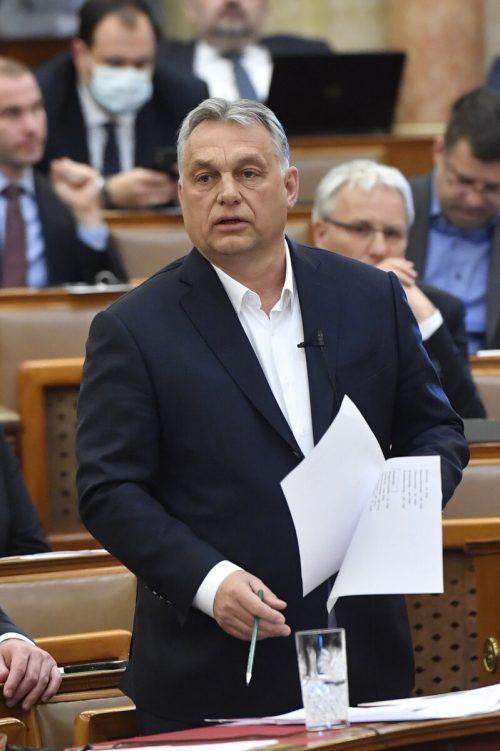 Orban kann nun zeitlich unbegrenzt auf dem Verordnungsweg regieren.