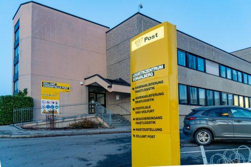 Pakete werden künftig in einer Empfangsbox oder vor der Wohnungstür abgelegt. VN