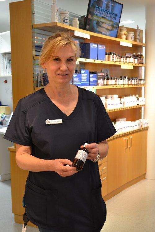 Petra Ertl-Vallaster und ihr Team stellen eigenes Desinfektionsmittel her.