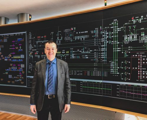 Rainer Fitsch ist für die Kraftwerksleitstelle zuständig. Hier agieren die Teams völlig unabhängig und separiert.