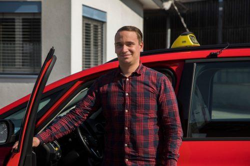 René Luschnik möchte, dass sich die Leute in seinem Auto wohlfühlen. VN/Paulitsch