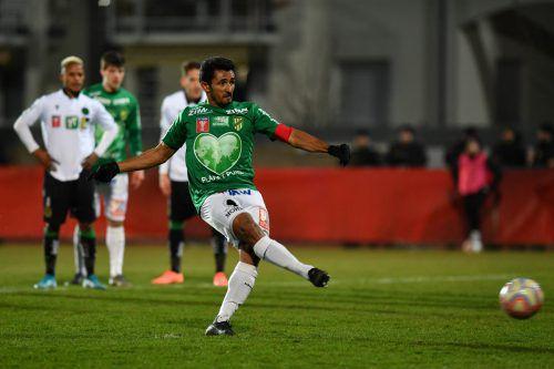 Ronivaldo bei seinem wohl wichtigsten Elfmeter in seiner Karriere. Mit diesem Schuss hievte der Brasilianer Austria Lustenau in das ÖFB-Cupfinale 2020.Gepa
