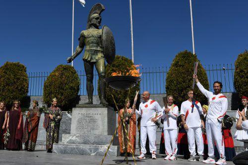 Schauspieler Gerard Butler (r.) hatte den olympischen Fackellauf im griechischen Sparta in die Gänge gebracht, gestern wurde er vorzeitig beendet. reuters
