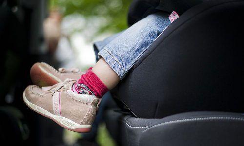 Dem Kindersitz ist zu verdanken, dass das Mädchen unverletzt blieb.Symbol/DPA