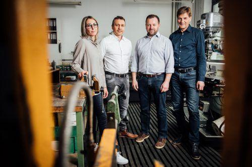 Silke Köhlmeier, Jürgen Schwarz und Andreas Rudigier mit Franz Eiler, v. l. VN/SAMS