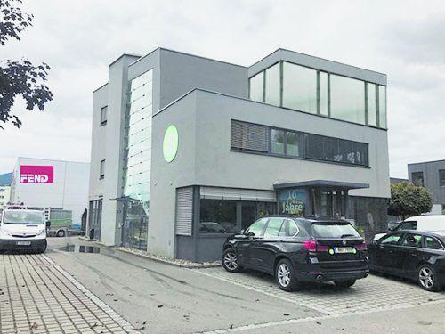 So soll der Stammsitz in Wolfurt nach der Aufstockung des Gebäudes um ein Geschoß aussehen. Majer