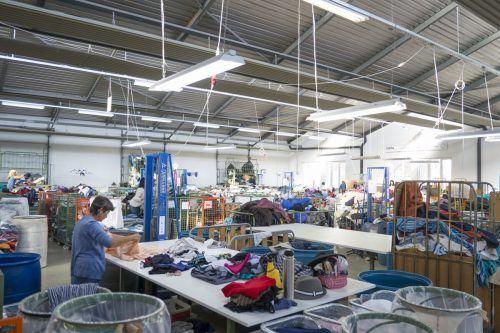 Sortierungen im Carla Tex Kleidersortierwerk in Hohenems sind derzeit nur eingeschränkt möglich.