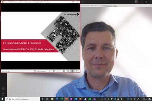 Studieren in Zeiten von Corona: Rechts im Bild Dozent Martin Hebertinger, links eine Power-Point-Präsentation. Screenshot