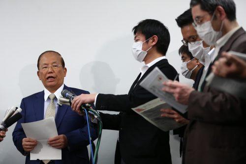 Tokios Olympia-Generalsekretär Toshiro Muto bei einer Pressekonferenz.afp