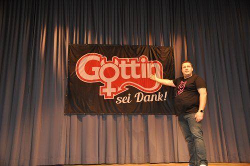 Über ein Kabarett-Casting des Vorarlberger Volkstheaters fand Weinzerl seinen Weg zum Kabarett. hab