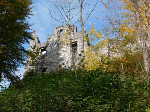 Um Besucher und die Restauratoren zu schützen wurde vor Kurzem eine absturzgefährdete Felsnase abgesprengt. Mäser