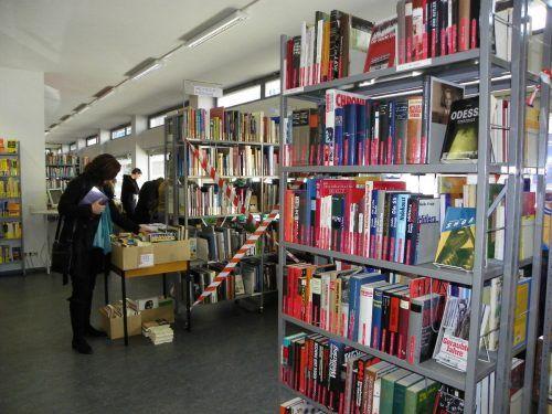 Während die Stadtbücherei in Bregenz geschlossen bleibt, kann man sich kostenlos und digital mit Lesestoff eindecken.
