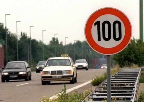 Zwischen 6 und 19 Uhr gilt Tempo 100 auf den Autobahnen. AP