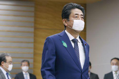Abe erklärte den Notstand für das gesamte Land.AP