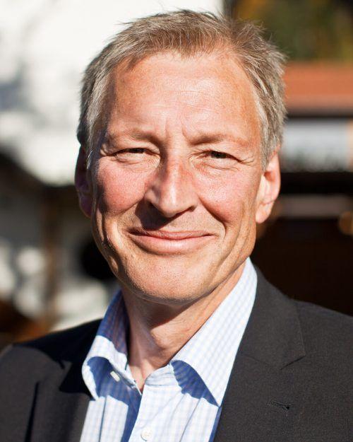 Kinderdorf-GF Christoph Hackspiel freut sich über die Spenden.voki