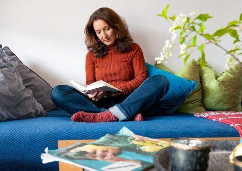 Dagmar aus Lochau hat endlich Zeit, all die gekauften Bücher zu lesen und taucht beim Lesen in andere Welten ein.