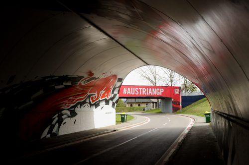 Das Licht am Ende des Tunnels ist nahe: Doch bevor am Red-Bull-Ring in Spielberg ein Rennen stattfindet, muss das Sicherheitskonzept der Formel 1 die Regierung überzeugen.gepa