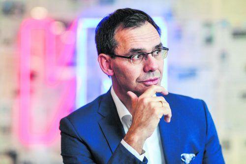 Der Vorarlberger Landeshauptmann kündigt in den VN harte Einschnitte im Landesbudget an. VN/Lerch