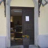 Tür zu Kapelle für Gläubige offen