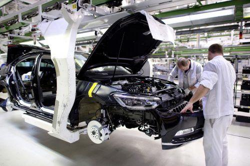 Die Corona-Krise lässt den globalen Automarkt einbrechen. Eine Studie des Center of Automotive Management in Bergisch Gladbach rechnet nun mit einem weltweiten Minus von 15 Millionen Pkw im Gesamtjahr 2020. Das entspricht einem Nachfragerückgang um 17 Prozent auf 68 Millionen Pkw. Allein in Europa schrumpft der Markt den Berechnungen zufolge um 21 Prozent auf 12,5 Millionen Fahrzeuge.