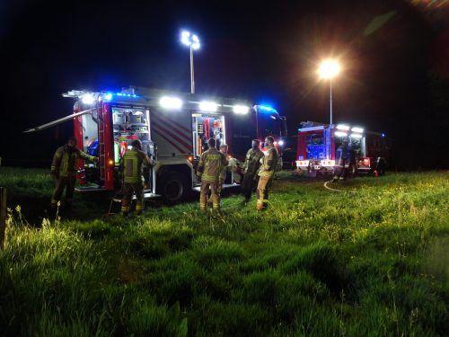 Die Feuerwehren von Kennelbach und Wolfurt mussten frühmorgens ausrücken, um den Brand zu bekämpfen. feuerwehr Wolfurt