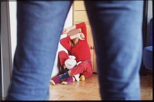Sexuelle Übergriffe auf Kinder im Alter von unter 14 Jahren werden vom Gesetz besonders streng geahndet. SYMBOL/VN/HB