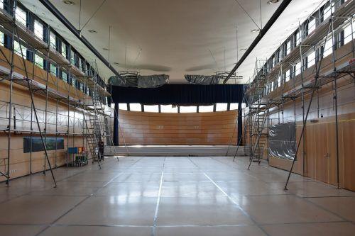 Eine Frischzellenkur in Sachen Beleuchtung gab es auch für den J.J.Ender-Saal. Gemeinde