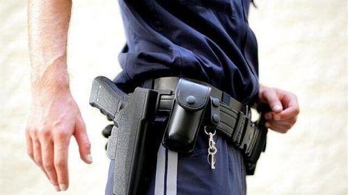 Mitte März gab ein Polizeibeamter in Nenzing nicht unumstrittene Schüsse aus seiner Dienstpistole ab.symbol/polizei