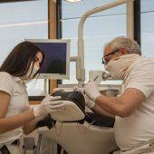 Schutzmasken der Marke edelweiss dentistry gelten als echte Virenkiller. D2