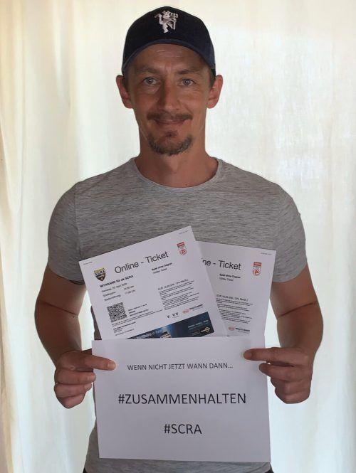 Hannes Aigner mit dem Ticket.Privat