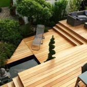 Wohnliches Ambiente durch Holzterrassen