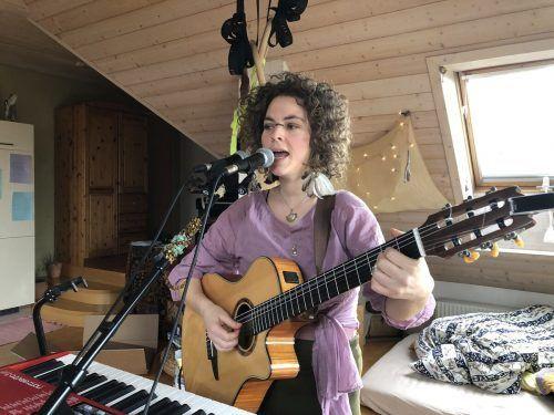 Multiinstrumentalistin Magdalena Grabher möchte zeigen, dass Zusammenhalt in diesen Zeiten wichtiger ist denn je.