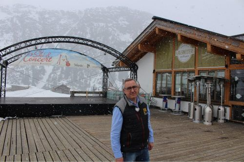 """Vor gut zwei Wochen sagte Wolfgang Telser """"Ski & Concert"""" ab, dann kam auch Warth unter Quarantäne. Diese könnte jetzt gelockert werden. strauss"""