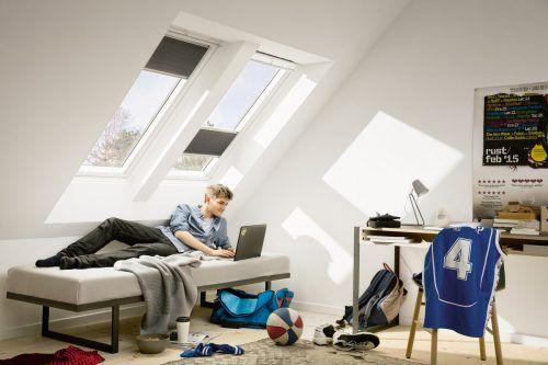 Wabenplissees sind eine stilvolle Möglichkeit, Räume abzudunkeln. EPR/Velux