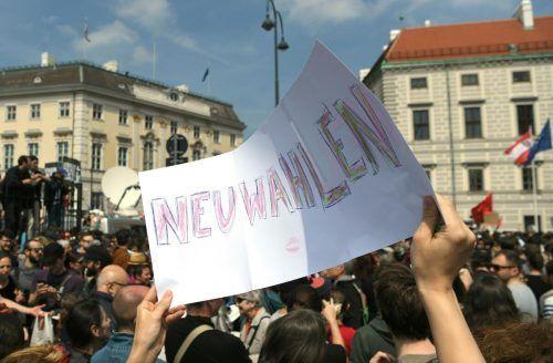 Am 17. Mai 2019 wurde das Ibiza-Video veröffentlicht. Tags darauf forderten Demonstranten in Wien bereits eine Neuwahl.APA