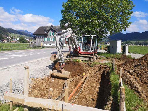Am Ortseingang von Lingenau entsteht das neue Buswartehaus. ME