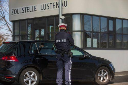 An rigorosen Kontrollen wie beispielsweise an den Grenzen zur Schweiz wird immer lauter Kritik geübt. VN/Paulitsch