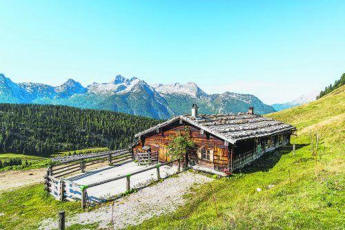 Auf dem Salzburger Almenweg passiert man zahlreiche Almhütten. Das einfache Leben dort fasziniert viele.Salzburgerland Tourismus (4)