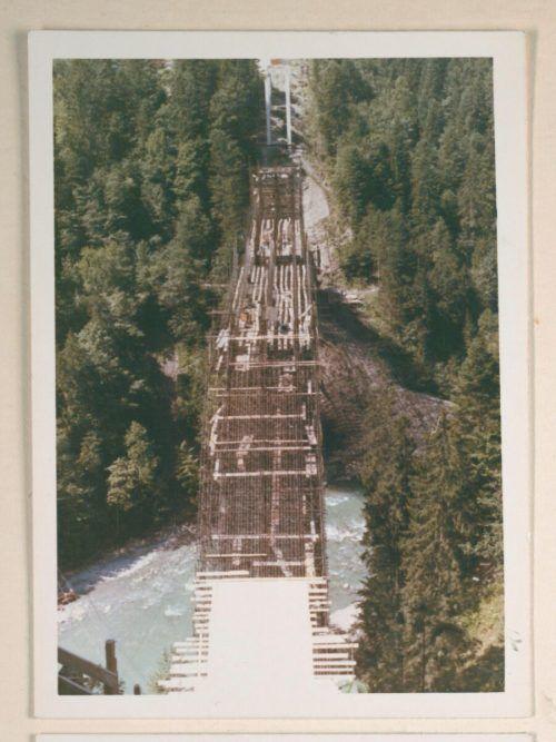 Bau der damals neuen Brücke im Jahr 1966 nach Lingenau.