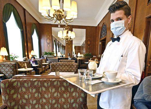 Wer einen Gastronomiebetrieb in Wien besucht, muss ab sofort seine Daten hinterlassen. Das soll das Contact Tracing erleichtern. APA