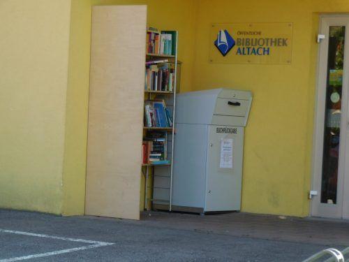 Bücher entnehmen oder abgeben – so einfach ist das Konzept des offenen Bücherregals. M. M.äser